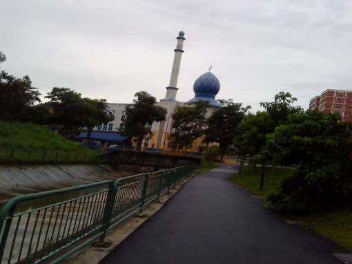 the leaning masjid of pasir ris (sorry this was taken while jogging haha sempat)