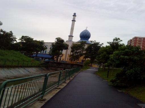 the leaning masjid of pasir ris (sorry this was taken while jogging haha sempat)